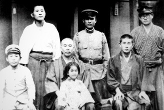 The Sugihara Family (Chiune: back row center).