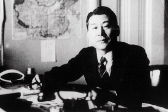 Sugihara during his tour at the Manchurian Foreign Office.